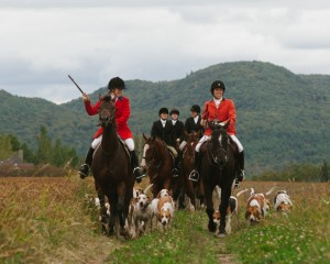 Whipper-In Porter Knight (L) and Huntsman Kate Selby (R).